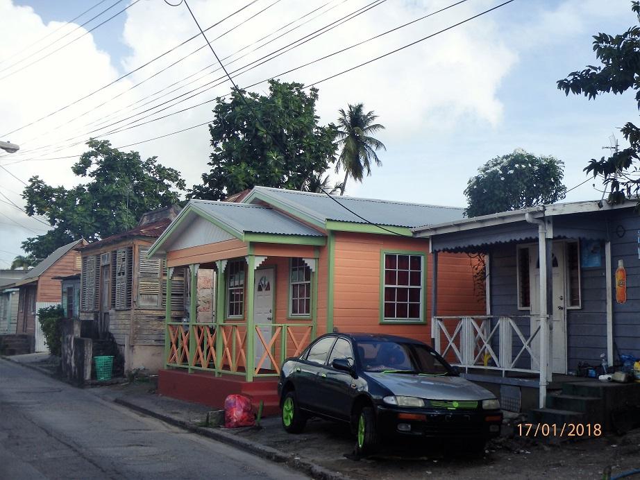 les maisons en bois des rues de la ville