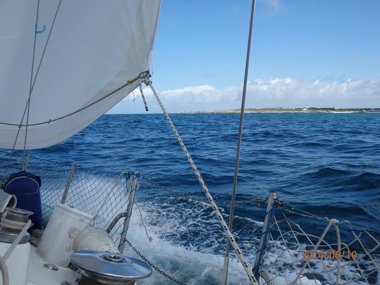 Bord de près avec des vagues