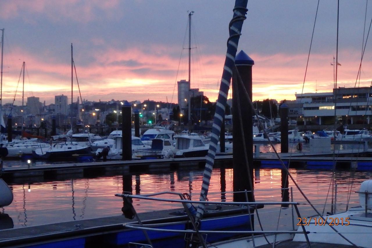 Lueurs du soir sur la ville, vues de notre bateau
