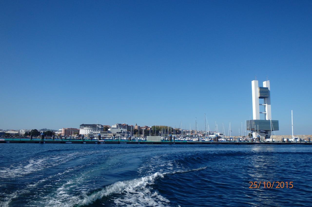 """Notre ""marina avec sa tour de contrôle"