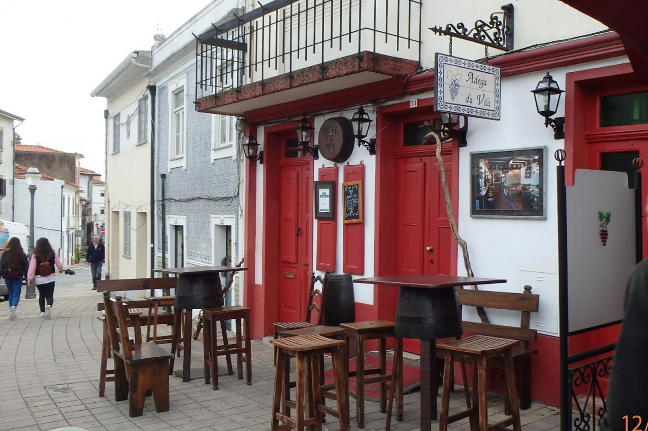 un café dans la vielle ville de Vila do Condé