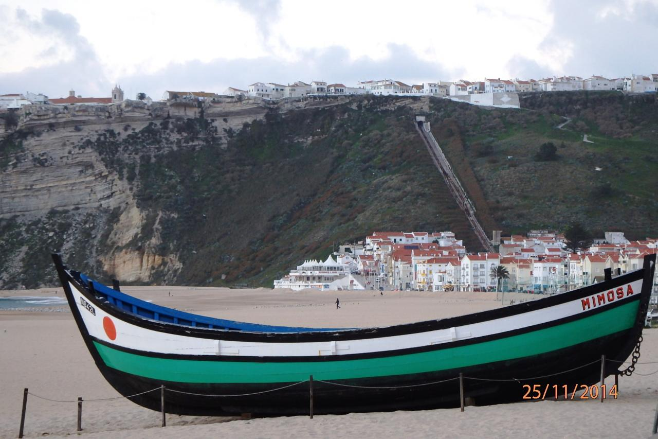 Un bateau de pêche rescapé sur laplage