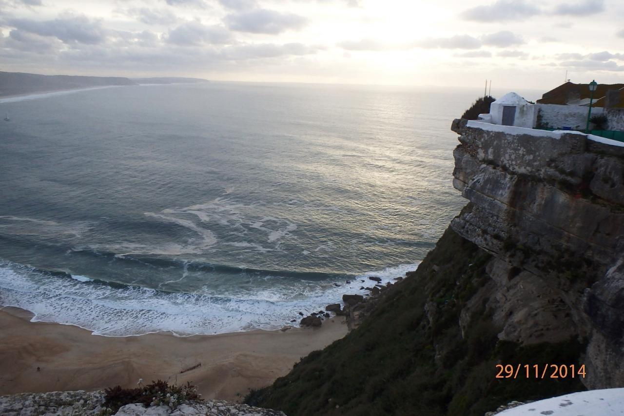 La falaise de Sitio au coucher de soleil