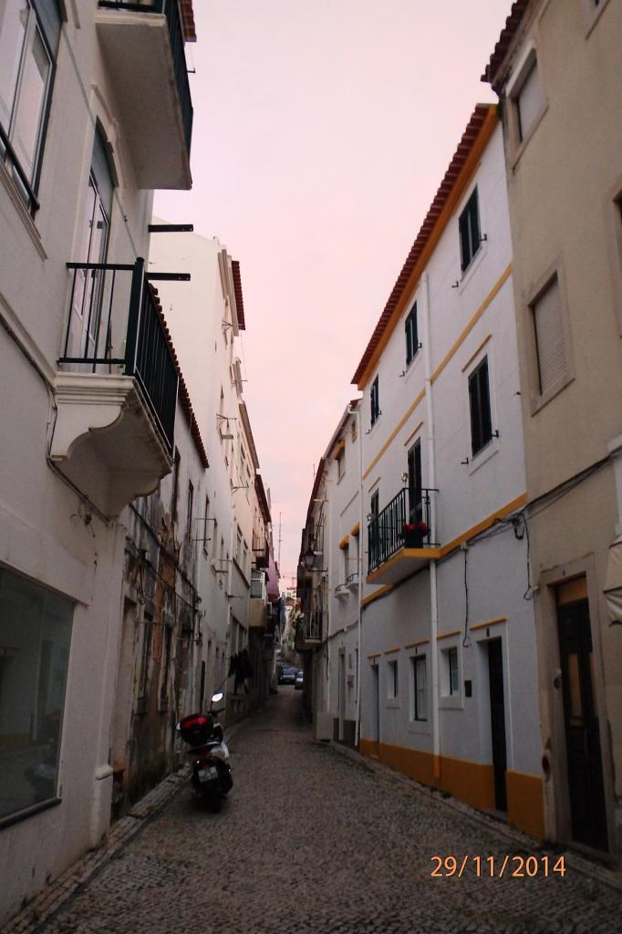 Une rue dans la vieille ville de Nazaré