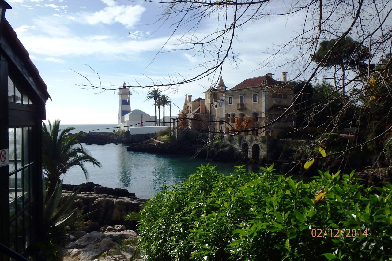 Cascais :  le phare d'entrée du port