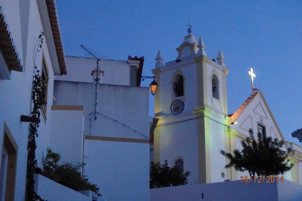 L'église à la nuit tombante