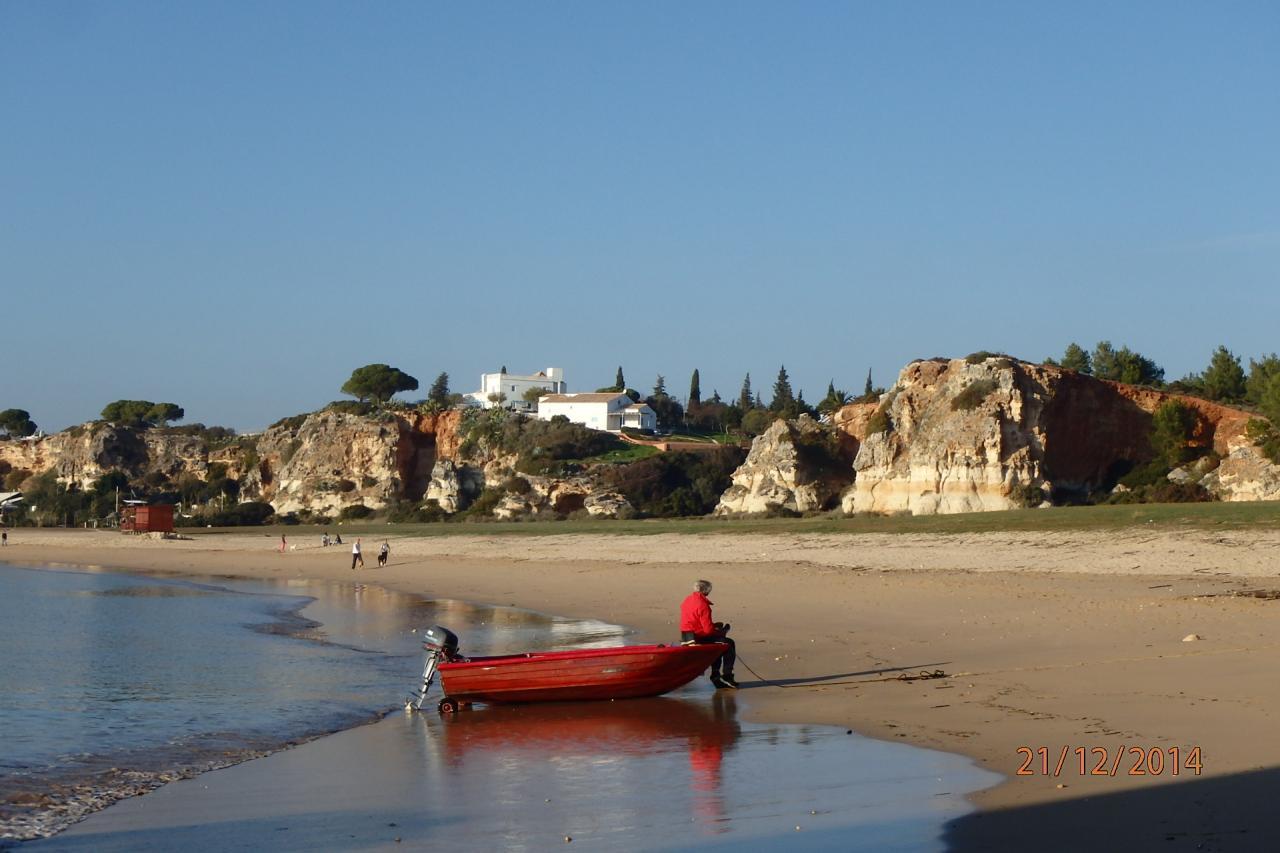 La plage devant le fort où nous mouillons