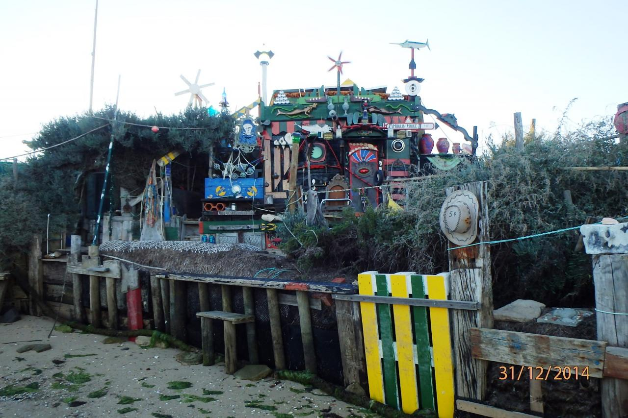 Culatra : le moulin rouge, cabane improbable sur la plage