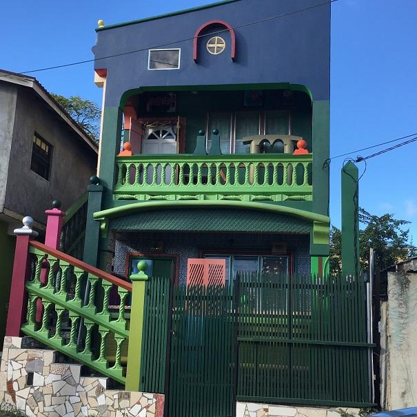 Gros Ilet - une maison très colorée