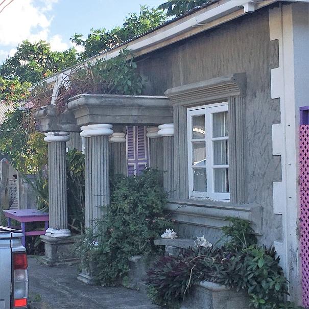 Gros Ilet - même les petites maisons aiment les grosses colonnes