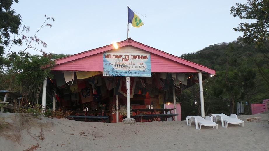 Un des bars de plage à Chatham Bay