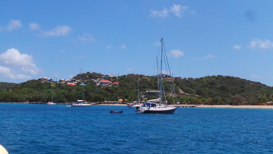 Saline Bay et le village de Grand Col