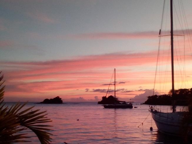 True Blue Bay au soleil couchant