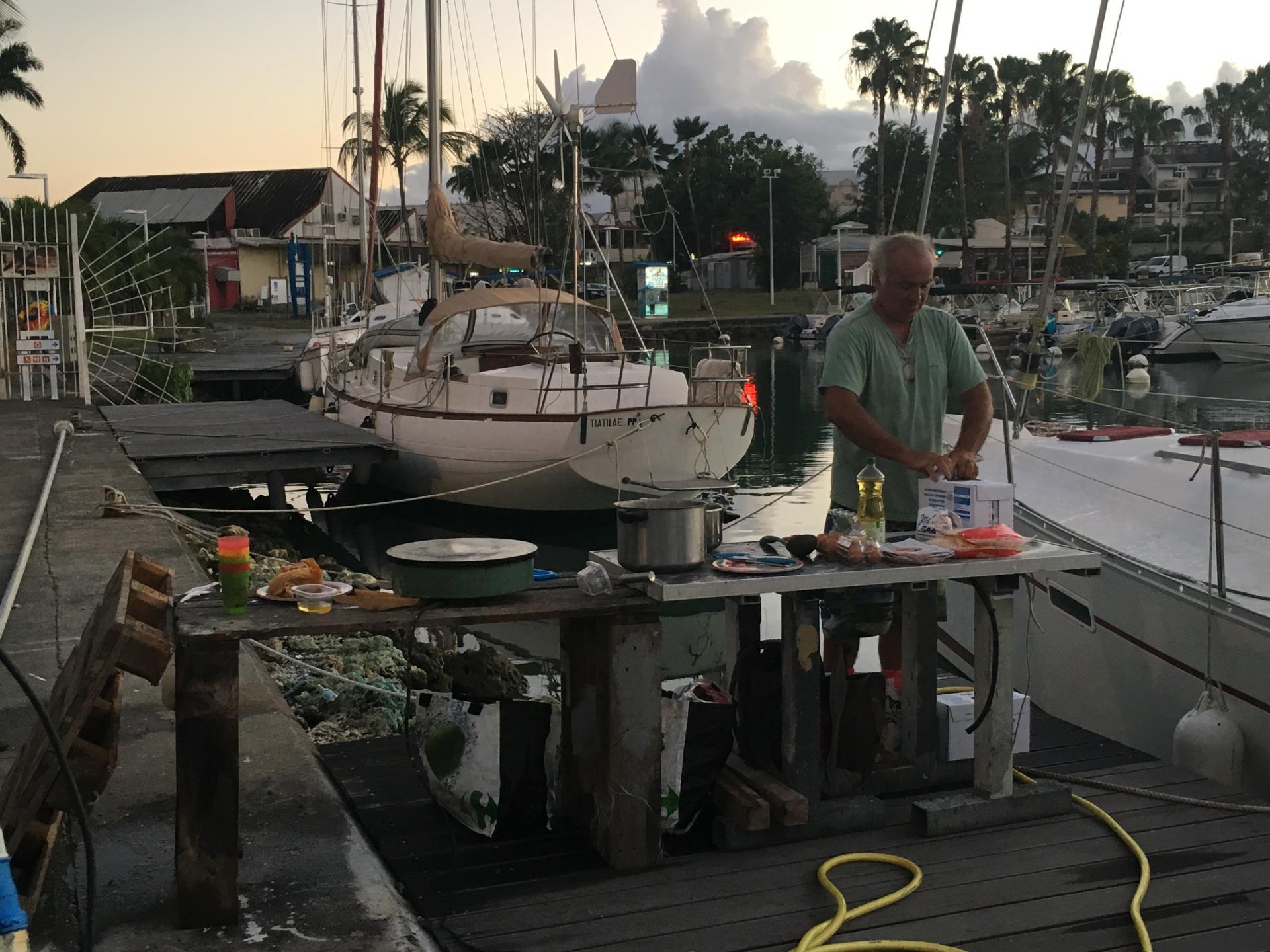 Stand de crêpes au chantier de la marina