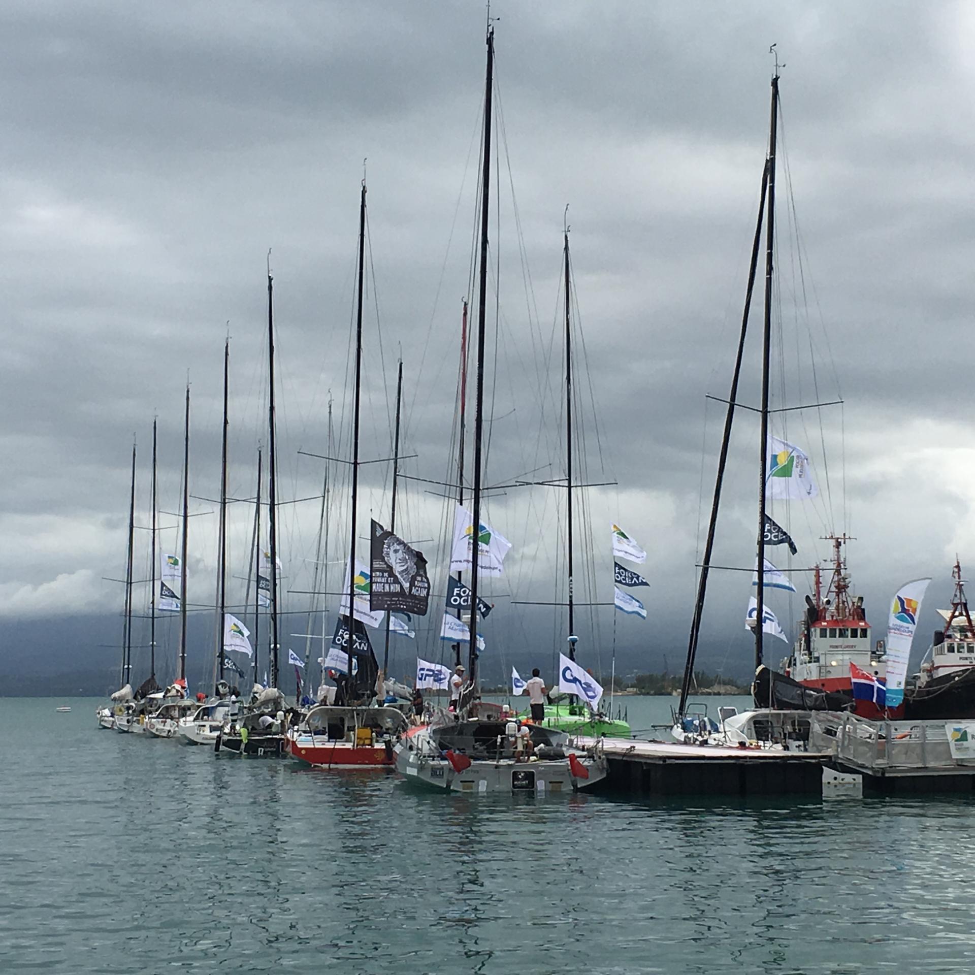 bateaux au départ d'une course vers La Rochelle
