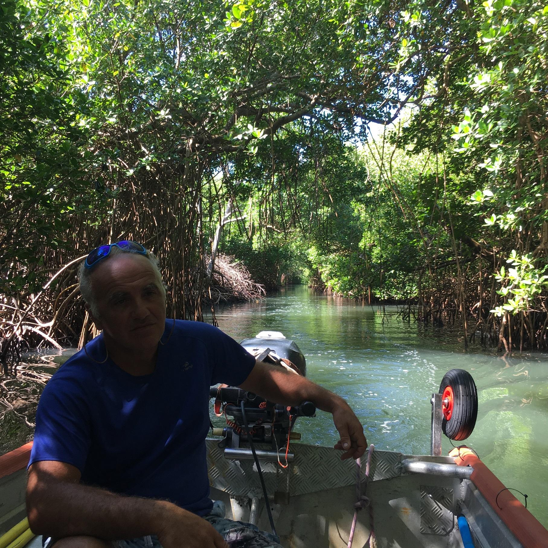 Thierry dans la mangrove