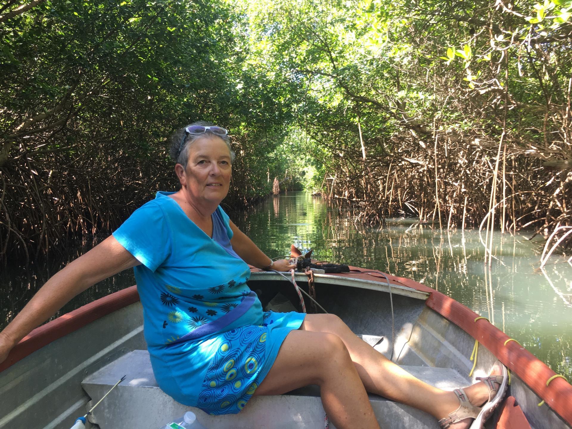 Cath dans la mangrove