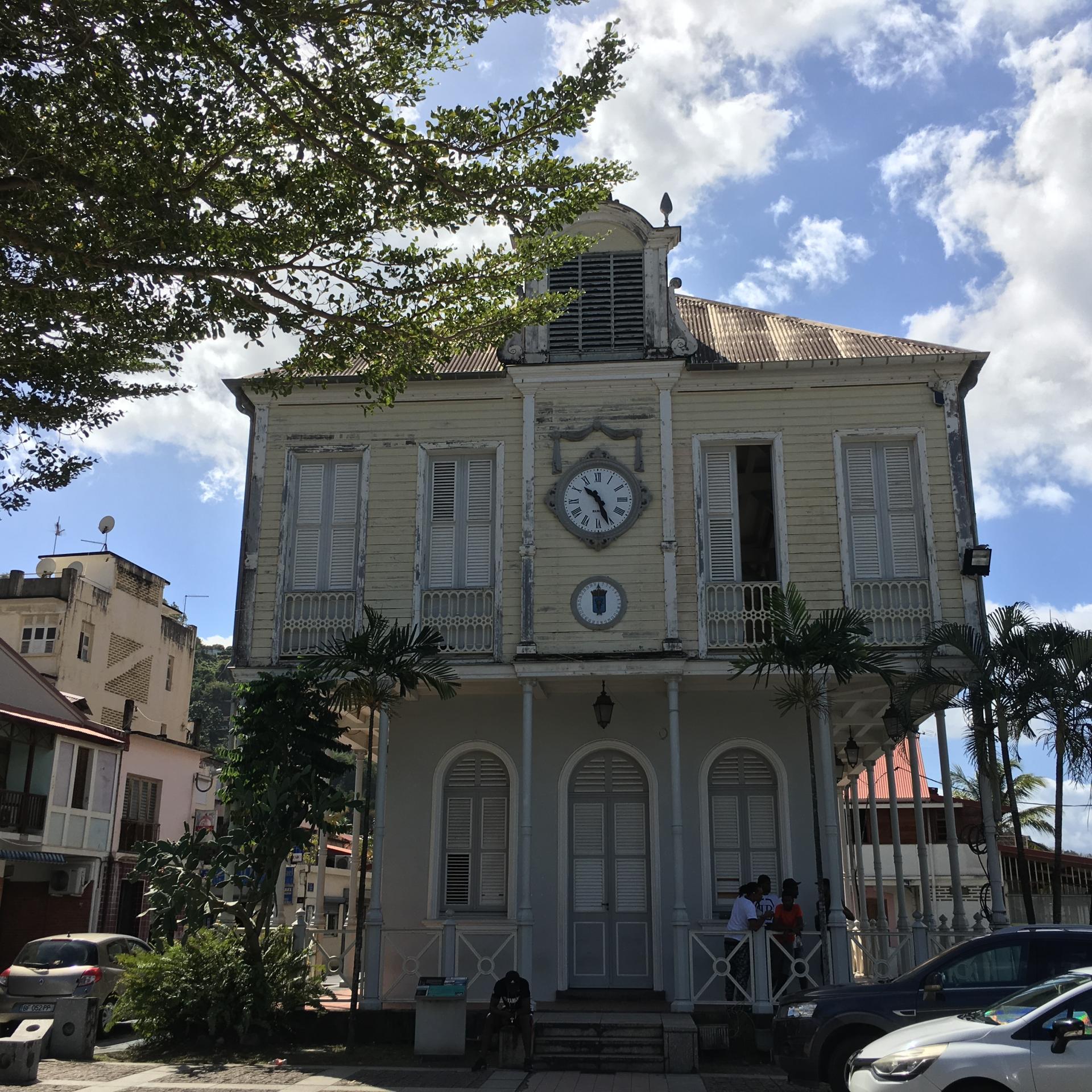 Le seul joli bâtiment de St-Pierre !