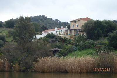 Maison isolée dans les collines sur les bords du Guadiana