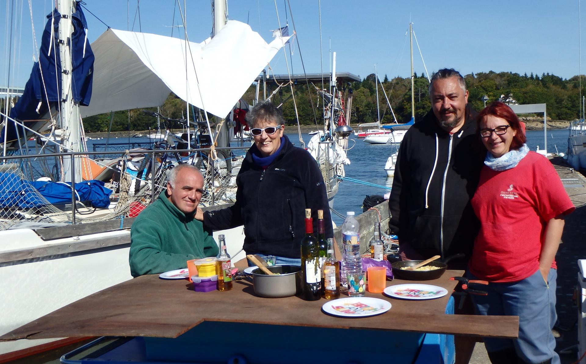 Pause déjeuner au soleil sur le ponton