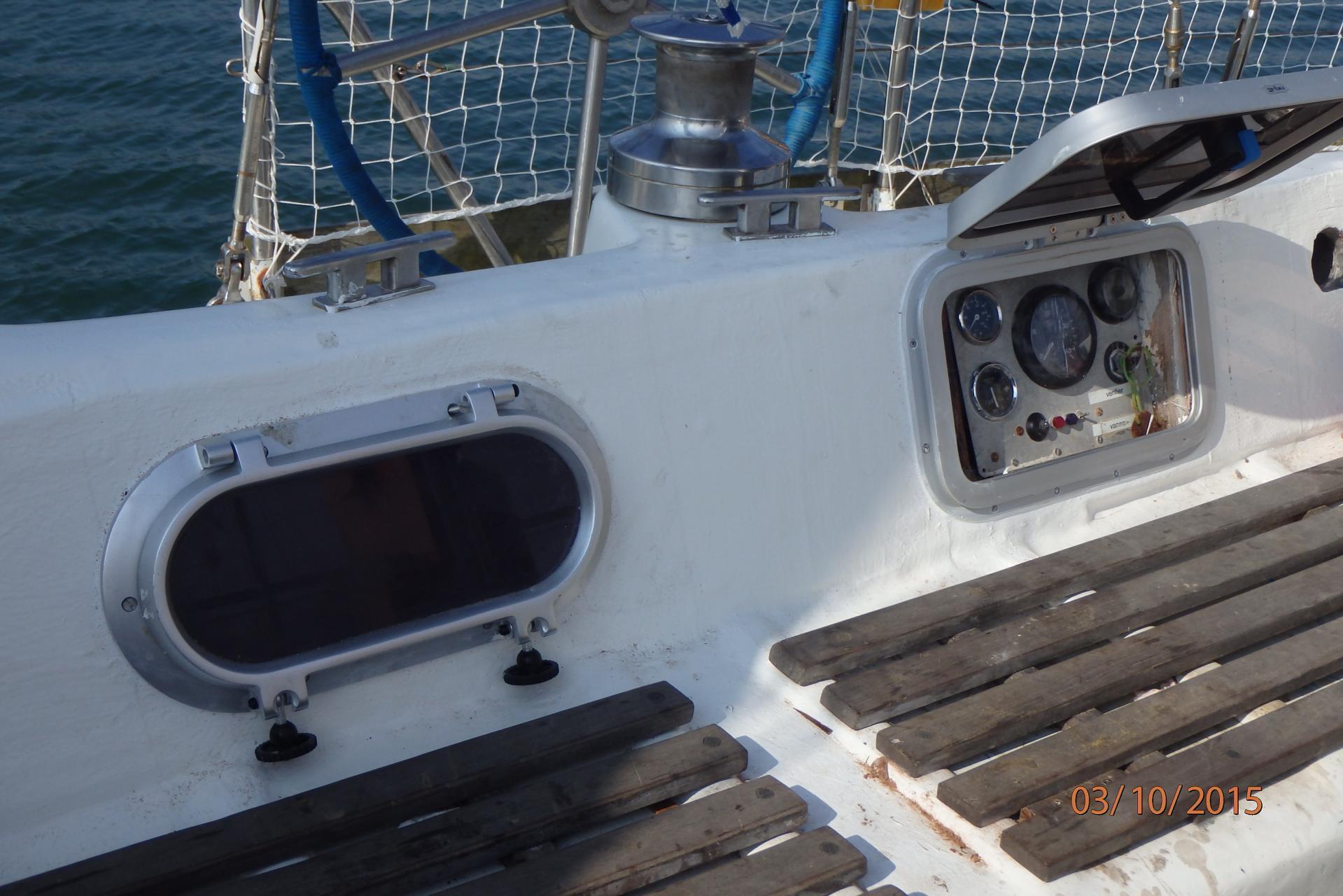 Après : cockpit tribord avec la commande moteur