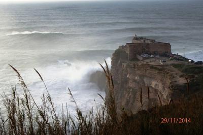 Grosses vagues au fort de Sitio